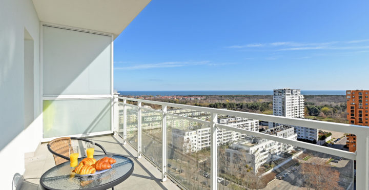 Ocean's View – Top 18th floor Apartment